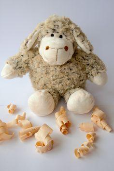 Samtweiches, flauschiges Kuschelschaf mit herausnehmbarem Innenbauch (Inlett) gefüllt mit duftenden Zirbenspänen Sheep, Cuddling, Kids