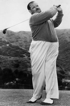 Oliver Hardy, playing in the Bobby Jones Tourney, Catalina Island, April 1939 Everett Collection Modern Print 30 x 40 cm im Klavierlackrahmen 50 x 60 cm Tantus Edition EUR Vintage Golf, Vintage Men, Mens Golf Fashion, Stan Laurel Oliver Hardy, Golf Pictures, Golf Player, Pause, Modern Prints, Celebs