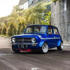 Another crazy build by whos the lucky owner? Mini Cooper Classic, Mini Cooper S, Classic Mini, Classic Cars, My Dream Car, Dream Cars, Mini Cooper Clubman, Mercedes G Wagon, Car Ford
