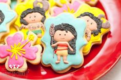 ***Important Message*** Please visit our shop page for date availability before you order. Feel free to contact us if you have any questions.   This is a listing for a set of one dozen Moana and Maui inspired sugar cookies. Choose designs from:  Moana Maui Hibiscus flower  All cookies are shipped in sealed cellophane bags to maintain freshness. What do the finish options mean?  Just cookies pls! - cookies are not individually wrapped. This is perfect for cookies to be served at a party in a…