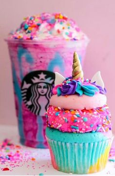It's the most magical food trend that has been sweeping the internet all year: Unicorn treats. It may have started with the Starbucks Unicorn Frapp (RIP!) but now, recipes everywhere have sparkly sprinkles and pastel rainbow colors. Bebidas Do Starbucks, Starbucks Secret Menu Drinks, Starbucks Drink Image, Starbucks Coffee, Special Starbucks Drinks, Iced Coffee, Menu Secreto Starbucks, Cute Food, Yummy Food
