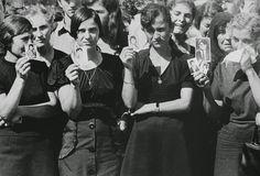 Οι φωτογραφίες του Ελβετού φωτογράφου Jean Mohr από την τουρκική εισβολή στην Κύπρο ενόχλησαν τον Τούρκο πρέσβη...   Προγρ...