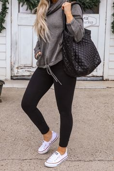 Black Leggings Outfits Trends - legging - Source by carolinekatharina outfit winter Legging Outfits, Cute Outfits With Leggings, Black Leggings Outfit, Athleisure Outfits, Outfit Jeans, Tribal Leggings, Comfy Outfit, Tights Outfit, Casual Winter Outfits