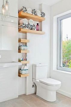 Olha que bacana esta ideia de organizar as toalhas no #banheiro em pequenas prateleiras. #ficaadica #facavocemesmo #DIY