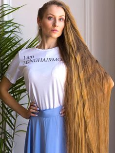 VIDEO - Daria's healthy mane and braid - RealRapunzels Long Hair Play, Very Long Hair, Long Hair Models, Long Hair Video, Natural Hair Styles, Long Hair Styles, Playing With Hair, Beautiful Long Hair, Hair Videos
