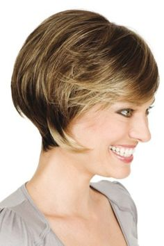 Victoria Mono Deluxe Human Hair - US Makeup Trends Med Length Bob, Robin Wright Hair, Makeup For Older Women, Latest Makeup Trends, Ethereal Beauty, Short Wigs, Hair Care Tips, Latest Hairstyles, New Hair