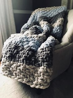 Chunky, cozy and soft blanket in muted tones. Chunky, cozy and soft blanket in muted tones. Chunky Yarn Blanket, Chenille Blanket, Hand Knit Blanket, Finger Crochet, Finger Knitting, Arm Knitting, Cute Blankets, Soft Blankets, Knitted Blankets