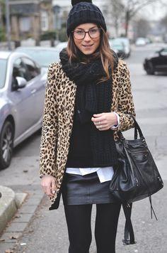 animal print leopard mantel pudelmütze rock winter look