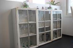 Kuvahaun tulos haulle pöytä vanhoista ovista China Cabinet, Lockers, Locker Storage, Divider, Room, Diy, Furniture, Home Decor, Decoration