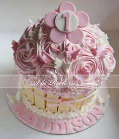 Girls Giant Cupcake - by alaroch @ CakesDecor.com - cake decorating website