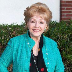 Hollywood Legend! Passed away at age 56, #DebbieReynolds, due to a stroke one day after her daughter #CarrieFisher died. Rest in peace🙏 • • • • • • • • • • • • • • • • • • • • • • • • • Lenda de Hollywood! Faleceu aos 56 anos, #DebbieReynolds, devido a um Acidente Vascular Cerebral (AVC), um dia após, #CarrieFisher, filha dela morrer. Descanse em paz🙏