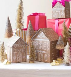 Gorgeous DIY project for Christmas, gingerbread houses as gift boxes! DIY Gingerbread house gift boxes featured on The House That Lars Built Noel Christmas, All Things Christmas, Christmas Crafts, Christmas Decorations, Xmas, White Christmas, Ginger Bread House Diy, Party Fiesta, Navidad Diy
