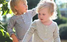 Patron gratuit : t-shirt à plastron pour enfants Un superbe modèle de t-shirt pour enfant, à coudre absolument