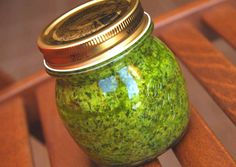 Medvehagyma pesto Pesto, Preserves, Pickles, Mason Jars, Vegan Recipes, Food And Drink, Canning, Frosting, Sauces