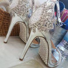 ce6b23c75d8 Οι 15 καλύτερες εικόνες του πίνακα Ίσια παπούτσια | Sandalias ...