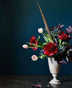 A single pheasant feather to seal the deal. These bold blooms have us majorly #feelingfall. Happy weekend friends!!