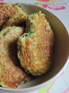 "vous propose la recette ""Beignets de courgettes faciles"" publiée… offers the recipe ""easy zucchini fritters"" published by lbouch. Tapas, Veggie Recipes, Vegetarian Recipes, Cooking Recipes, Pasta Recipes, Salty Foods, No Cook Meals, Food Inspiration, Love Food"