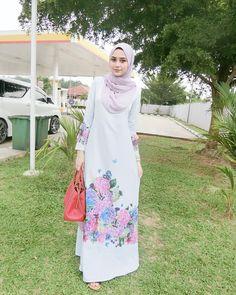 Street Hijab Fashion, Abaya Fashion, Girl Hijab, Hijab Outfit, Kids Abaya, Blouse Batik, Special Occasion Outfits, Muslim Dress, Beautiful Hijab