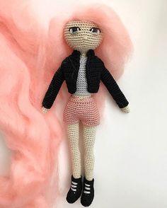 Amigurumi Pembeyi, biraz fazla severim 🤘🏻💕🌸 🙃 #handmade #amigurumi #pembe #pink #pinkhair #istanbuldayasam #istanbul #pazar #mutluluk #örgü #örgüoyuncak #oyuncak #toy #elyapımı #bebek #anne #annekahvesi #anıyakala #instagood #instalike #instacollage #crochet #knit #yarn #yarnart #art #artwork #beautiful #kece #instalike #instadaily Istanbul, Anne, Pink Hair, Instagram Posts, Handmade, Beautiful, Amigurumi, Hand Made, Pink