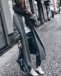 Fashion Herbst 2017 Maxi cardigan Fashion Herbst 2017 Maxi cardigan The post F. - Fashion Herbst 2017 Maxi cardigan Fashion Herbst 2017 Maxi cardigan The post Fashion Herbst 2017 - Maxi Cardigan, Cardigan Outfits, Cardigan Fashion, Longline Cardigan, Long Cardigan, Cardigan Sweaters, Batwing Cardigan, Crochet Cardigan, Oversized Cardigan Outfit