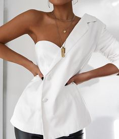 Womens Fashion - Missguided - White One Sleeve Crepe Blazer Fashion Details, Look Fashion, Womens Fashion, Fashion Design, Style Haute Couture, Paris Mode, Inspiration Mode, Mode Outfits, White Outfits
