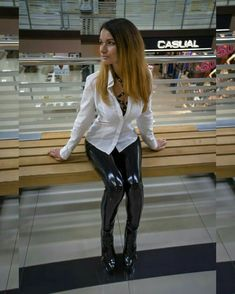 Shiny Leggings, Leggings Are Not Pants, White Shirt Outfits, Disco Pants, Sexy Blouse, Glamour, Catsuit, Leather Fashion, Leather Pants