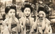 Maiko Tomeko (centre) with her two friends