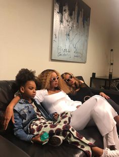 On Wednesday, Beyonce shared a plethora of snaps to her website of herself, husband Jay-Z, their daughter Blue Ivy and the twins Rumi and Sir enjoying some down time between shows. Beyonce 2013, Beyonce Fans, Beyonce Knowles Carter, Beyonce Style, Beyonce And Jay Z, Beyonce Memes, Beyonce Family, Beyonce Coachella, Tina Knowles