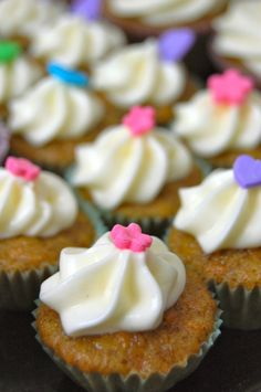 The best cupcakes ever: Carrot cupcakes with cremecheese frosting <3