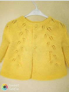 This Pin was discovered by MİNE AYDIN. Discover (and save!) your own Pins on Pi… This Pin was discovered by MİNE AYDIN. Discover (and save!) your own Pins on … Sewing Patterns For Kids, Baby Knitting Patterns, Knitting Designs, Baby Patterns, Knitted Baby Cardigan, Knit Baby Sweaters, Quick Knits, Knitting For Kids, Kind Mode