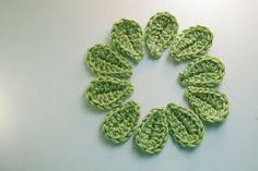 Living the Craft Life: 2 Minute Leaf- Free Pattern. ☀CQ #crochet #crochetflowers