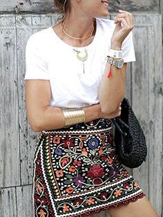 FALDA MINI BORDADO  Mi Tendencia favorita del año ya que con ella puedes conseguir Look casual muy femenino y con un toque especial que le agrega el bordado.  Tallas Disponible > 34 - 36 - 38.  DESCUENTO DEL > 50%..