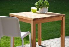 Hochwertiger Tisch aus massivem, FSC®-zertifiziertem Massivholz. Durch die Stäbchenoptik wird dieser Esstisch zu einem interessanten Hingucker, der sich hervorragend in den überdachten Außenbereich, in den Wintergarten oder auch in der Küche arrangieren lässt. Robust und stylisch zugleich. Alle sechs Größen sind praktisch miteinander kombinierbar, es kann ein großer Essplatz entstehen.   Detail...