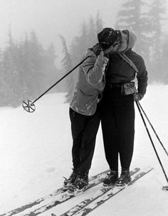 +~+~ Vintage Photograph ~+~+ Kisses in the snow