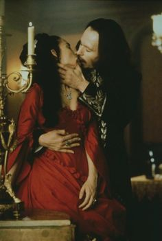 Winona Ryder as Mina Murray & Gary Oldham as Count Dracula in the Film 'Dracula', 1992