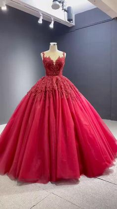 Sparkly Prom Dresses, Prom Dresses For Sale, Formal Dresses For Weddings, Formal Gowns, Wedding Dresses, Stylish Dress Designs, Stylish Dresses, Tulle Ball Gown, Ball Gowns