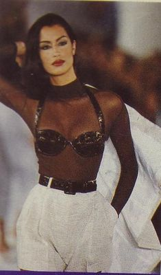 Gianni Versace: A vfile by Photographer A Collection Of Classic Ads From The Italian House Look Fashion, Runway Fashion, Trendy Fashion, Fashion Outfits, Womens Fashion, 1990s Fashion Women, Fashion In The 90s, Grunge Fashion, 70s Fashion
