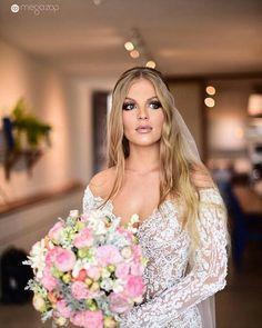 Wedding Goals, Dream Wedding, Wedding Day, Altar, Brazilian Women, Flawless Makeup, Wedding Makeup, Got Married, Bridal Dresses