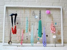 19 Fantastic DIY Hanging Jewelry Organizers That E - Aufbewahrungsboxen Basteln Stylish Jewelry, Diy Jewelry, Jewelery, Hanging Jewelry Organizer, Jewelry Organization, Clever Diy, Easy Diy, Purple Home, Birthday Design