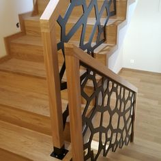 Balustrady ażurowe 1 Staircase Handrail, Stair Railing Design, Modern Staircase, Window Glass Design, Grill Door Design, Bedroom False Ceiling Design, Stair Lighting, Makeup Room Decor, Interior Stairs