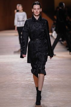 Evening coat and short wrap-around skirt in black Brides de gala silk jacquard, belt in black smooth Porosus crocodile, low boots in black suede goatskin #hermes #hermesfemme #womenswear #fashion