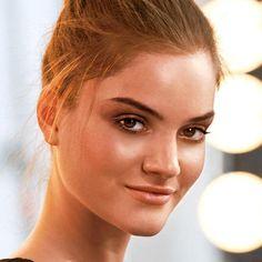 Avon Ideal Flawless Loose Powder http://www.makeupmarketingonline.com/avon-ideal-flawless-loose-powder/