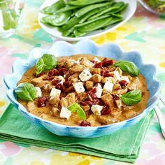 Kycklinggryta med röd pesto och fetaost Tapenade, Hummus, Thai Red Curry, Pesto, Foodies, Food And Drink, Yummy Food, Chicken, Dinner
