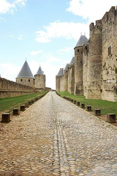The massive defensive walls of Carcassonne near the main gate (Porte Narbonnaise). There are two defensive rings around the city. Medieval World, Medieval Town, Medieval Castle, Beauty Around The World, Around The Worlds, Beautiful Castles, Beautiful Places, Carcassonne France, Temple Ruins