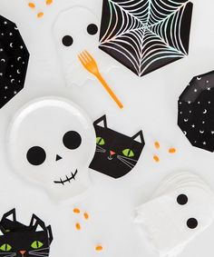 Halloween Cobweb Plates Halloween Projects, Halloween Ghosts, Halloween House, Holidays Halloween, Halloween Costumes For Kids, Halloween Treats, Happy Halloween, Halloween Party, Halloween Decorations