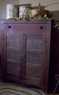 Antique wooden pie safe with crocks and basket – nice display! Antique wooden pie safe with crocks and basket – nice display! Primitive Cabinets, Primitive Furniture, Primitive Antiques, Country Furniture, Country Primitive, Antique Furniture, Painted Furniture, Primitive Decor, Primitive Bedroom