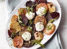 Wil je lekker slank de zomer in? Zet dan een heerlijke salade met rode bieten op tafel. Deze groente bevat veel vezels en eiwitten, waardoor jeweinig calorieën binnenkrijgt, maar wél snel vol zit. Met geitenkaas en balsamicoazijnbreng je ze helemaal…