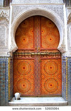 This door shows delicate lace like trim used. delicate and ornate (Portal. Interior Fit Out, Spa Interior, Door Entryway, Entrance Doors, Morrocan Doors, Middle Eastern Decor, Portal, Interior Design History, Mid Century Modern Lighting