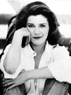 Kate Mulgrew stared on Star Trek Voyager, and preformed Tea at Five and Anthony and Cleopatra at Hartford Stage Kate Mulgrew, Star Trek Voyager, Star Trek Gifts, Prime Directive, Captain Janeway, Star Trek Captains, Star Trek Images, Star Trek Characters, Movies