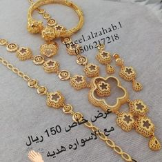 Dubai Gold Jewelry, Fancy Jewellery, Gold Jewellery Design, Gold Earrings Designs, Gold Drop Earrings, Necklace Designs, Indian Jewelry Sets, Bridal Jewelry Sets, India Jewelry